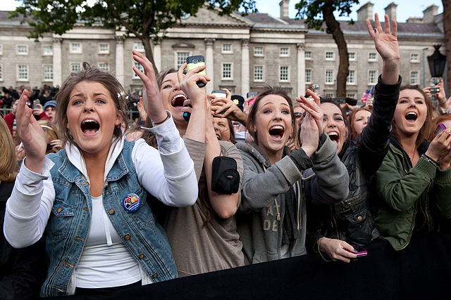 Women cheer Barack Obama in Dublin, Ireland